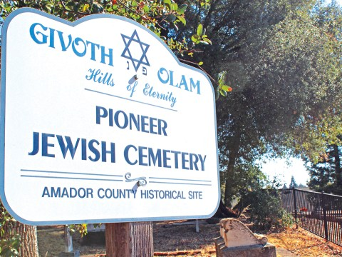 Jackson Pioneer Jewish Cemetery, established in 1857. (Photo/Gabriel Greschler)