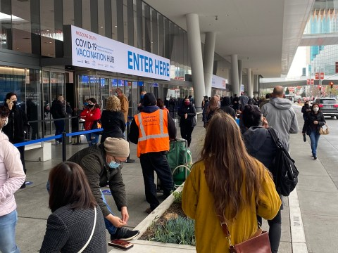 The scene outside the Moscone Center in San Francisco when Rabbi Gershon Albert went to get his Covid-19 vaccination. (Photo/Rabbi Gershon Albert)