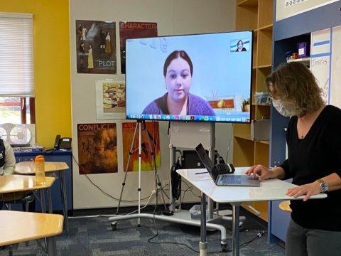 Peg Sandel teaching an 8th-grade class at Brandeis Marin with hybrid students in attendance, February 2021. (Photo/Anya Shuteroff)