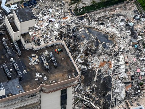 Search and rescue personnel working on site after the partial collapse of the Champlain Towers South in Surfside, Florida on June 24, 2021. (Photo/JTA-Chandan Khanna-AFP via Getty Images)