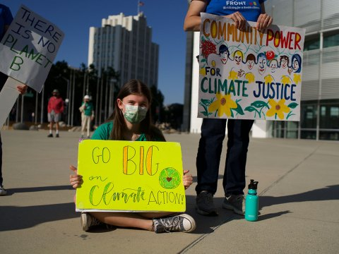 """Participants hold signs at the """"Make a Holy Noise for Climate Change"""" demonstration on Aug. 25 in San Jose.(Photo/George Barahona)"""