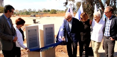 Unveiling the donors' plaques