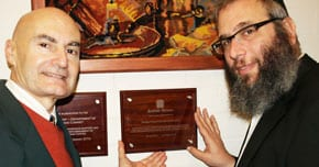 Joseph Zammit and Rabbi Mendel Kastel with the plaque