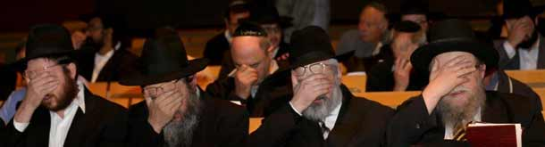Rabbis pray