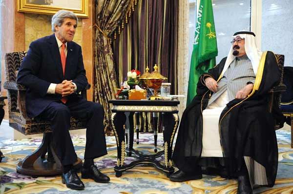 U.S. Secretary of State John Kerry (left) meets with King Abdullah of Saudi Arabia on Jan. 5, 2014. Credit: U.S. Department of State.