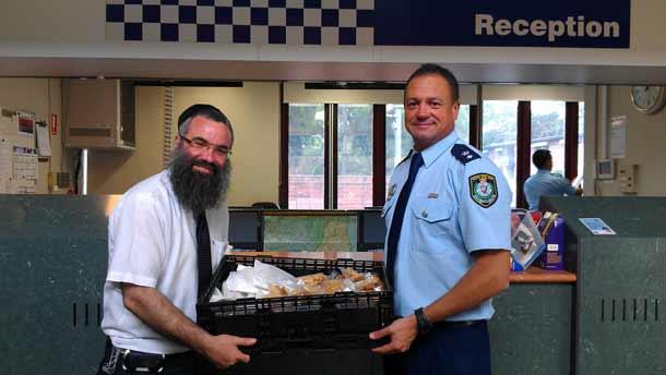 Rabbi Slavin delivers food for the police