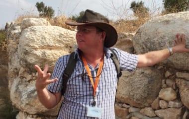 Bible Lands curator Yehuda Kaplan. Credit: Maayan Jaffe-Hoffman