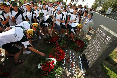 The 2013 team pays respect