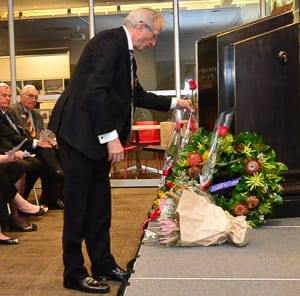 NAJEX president Charles Aronson lays a wreath