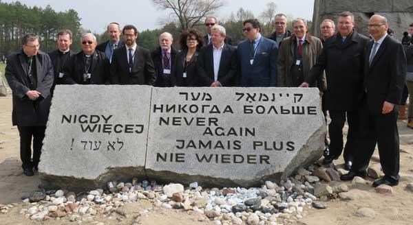 Jewish and Catholic leaders at Treblinka