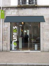vitrine du coiffeur Uniks à Quimper