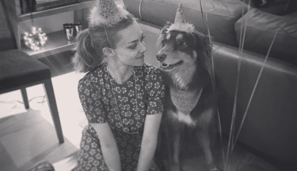 Amanda Seyfried's Dog Has His Own Instagram Account & It's Everything You Could Want (& More)