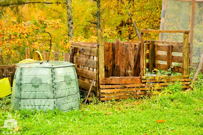 El compostaje cotidiano consiste en recoger la materia orgánica disponible y transformarla en abono natural, en compost. Compostando la vida en humus en cada decisión. Creando y acumulando capas de vida, como en el interior de nosotras mismas.