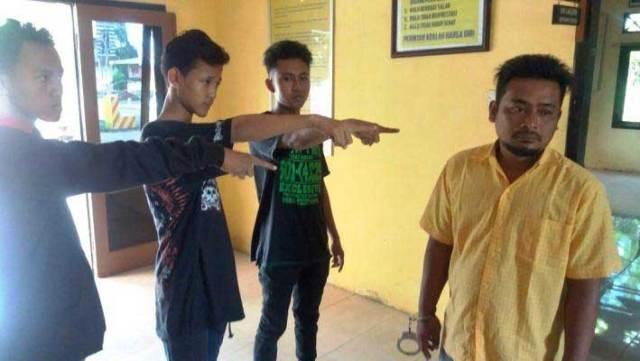 Tiga-saksi-menunjuk-ke-arah-salah-satu-pelaku-yang-kukuh-mengelak-melakukan-aksi