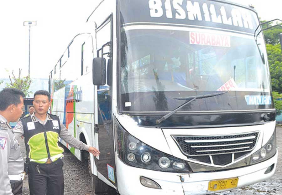 Bus-Jawa-Indah-L-7051-UZ-diamankan-di-belakang-Poslantas-905-Rogojampi-kemarin
