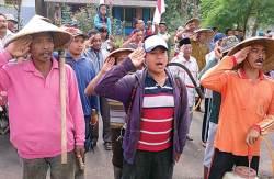 Petani, Santri, Hingga Nelayan Hormat Bendera