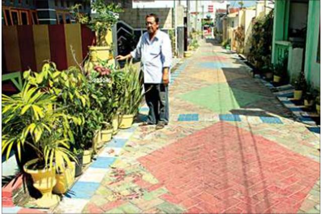 jalan-gang-cempaka-putih-lingkungan-singowignyo-kelurahan-singoturunan-terlihat-mencolok-dengan-cat-warna-warni