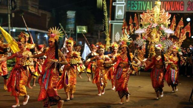 keberagaman-etnis-dibalut-dalam-festival-kuwung-banyuwangi