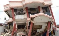 Permalink ke Diguncang Gempa, Warga Berhamburan
