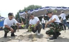 Permalink ke Peringati Hari Nelayan, TNI Gelar Aksi Bersih Pantai Padang