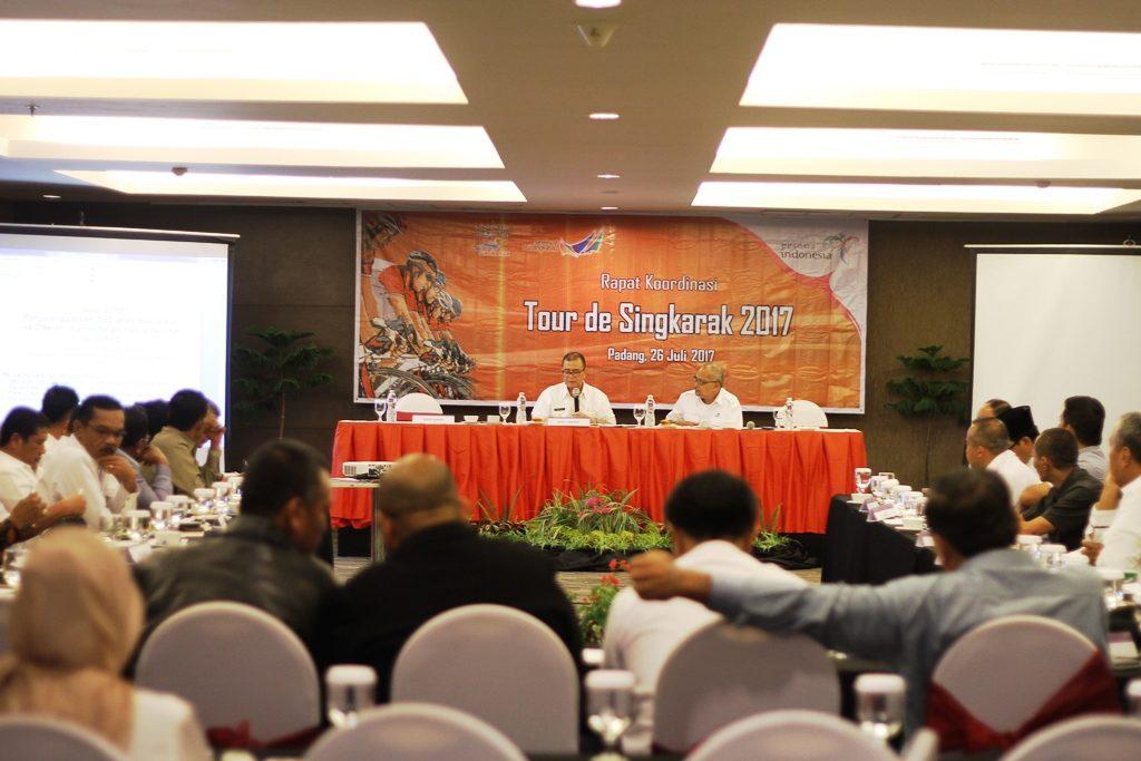Rapat Kordinasi Tour de Singkarak 2017 dipimpin Wakil Gubernur Sumbar Nasrul Abit di Hotel Mercure, Padang.