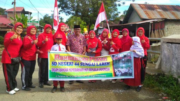 Rombongan pawai SDN 44 Sungai Lareh, Kota Padang, Sumatera Barat.