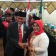 Walikota Padang Mahyeldi dan Ketua DPRD Kota Padang Elly Thrisyanti harmonis untuk membangun Kota Padang saat rapat paripurna di DPRD Kota Padang