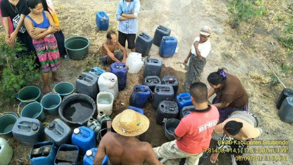 Pendistribusian air bersih di daerah yang terdampak musim kemarau