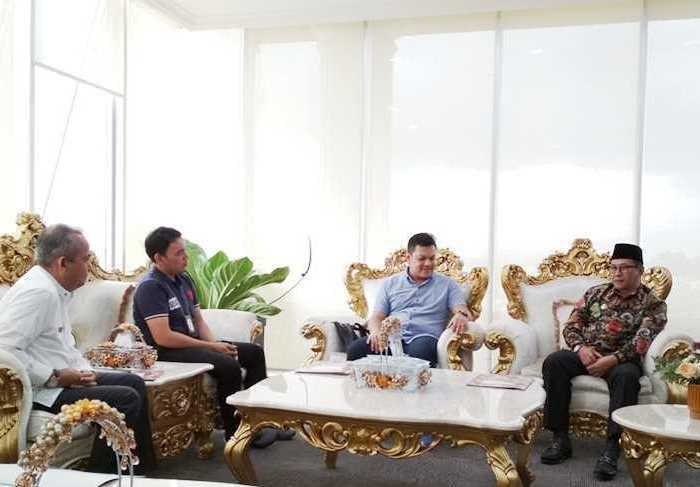 Walikota Bukittinggi, Ramlan Nurmatias menerima kunjungan Manager Telkomsel Perwakilan Padang, Mulyadi Indra pada Jumat (15/9/2017) lalu.