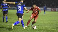 Laga Semen Padang FC melawan Madura United dalam laga lanjutan Gojek Traveloka Liga 1 di Stadion Agus Salim, Kota Padang, Jumat malam. Foto : Istimewa