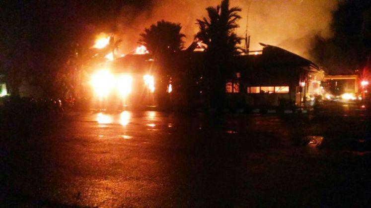 Kebakaran di Polres Dharmasraya, Sumatera Barat.
