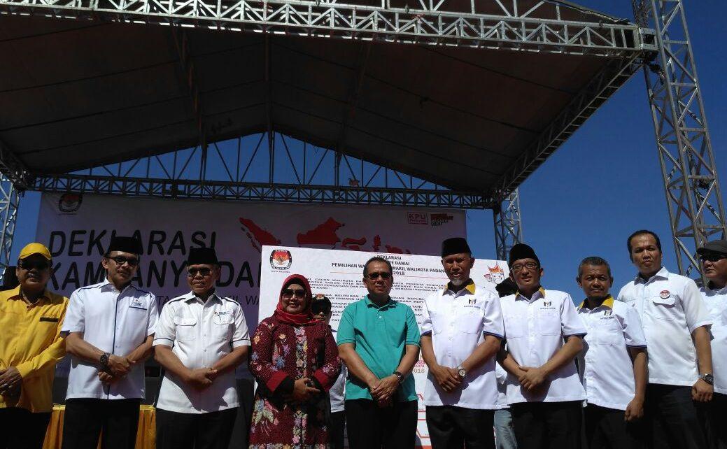 Deklarasi kampanye damai Pilkada Kota Padang 2018 di Pantai Danau Cimpago, Puruih, Minggu (18/2/2018). Foto : Istimewa