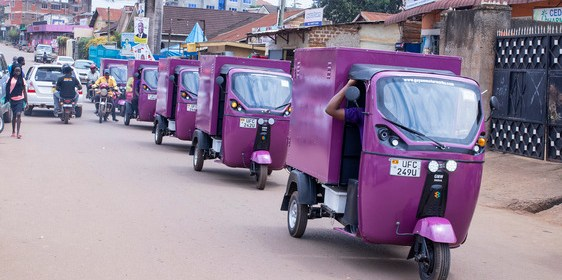 tuk tuks on the move