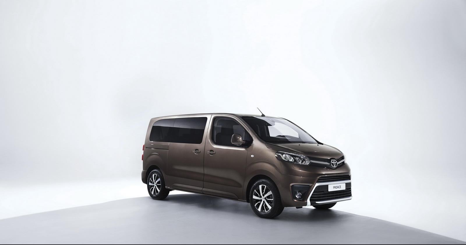 2016-toyota-proace-verso2