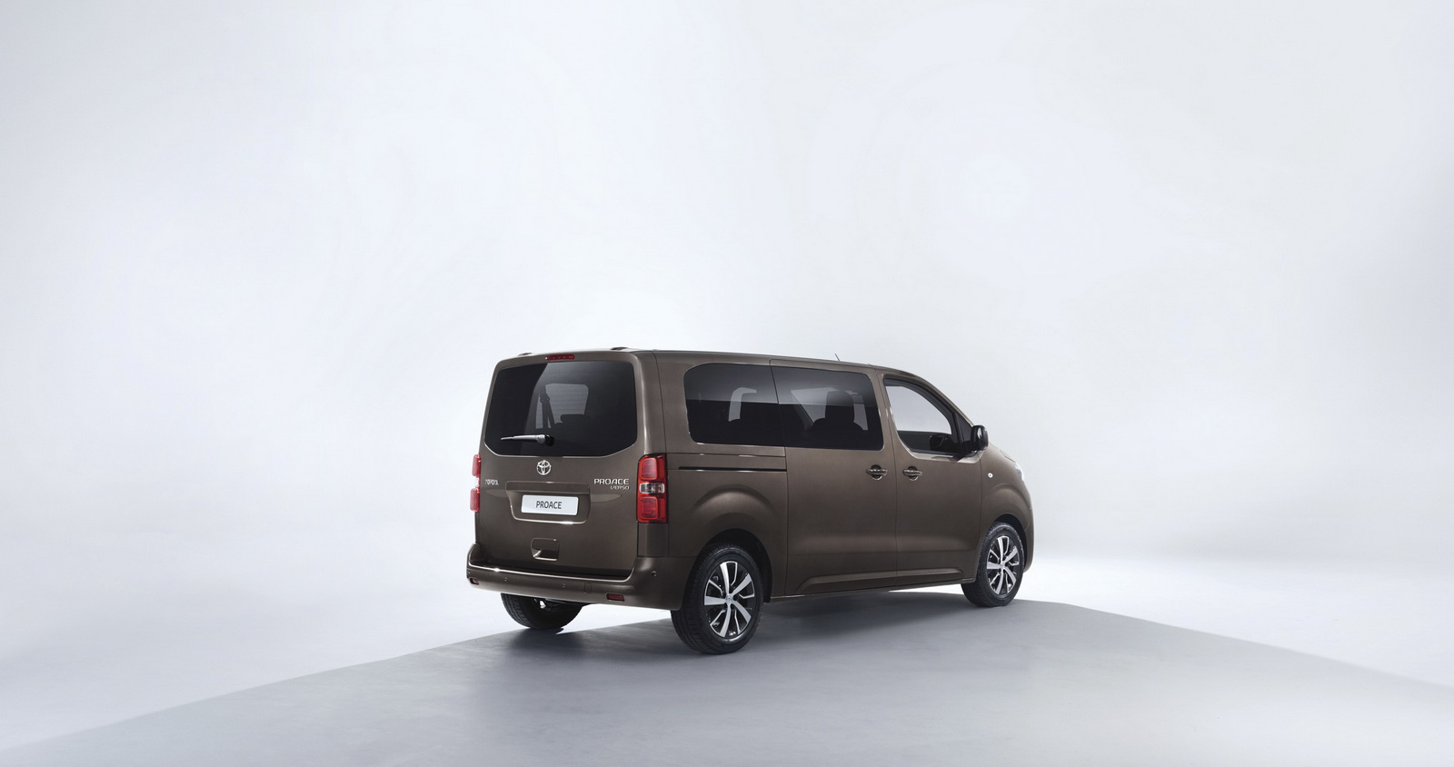 2016-toyota-proace-verso3