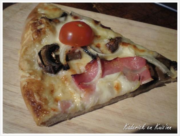Recette de pizza à la crème, champignon et mozzarella