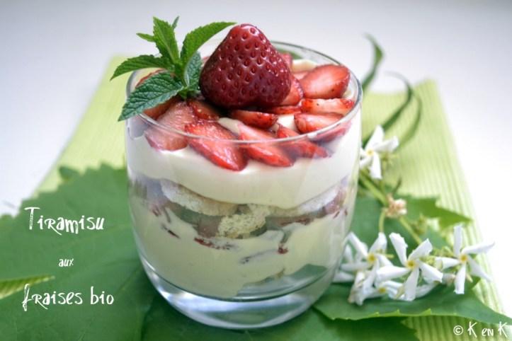 Recette-Dessert-Tiramisu aux fraises bio décoré avec une feuille de menthe