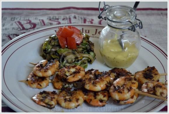 Recette Express-Brochettes crevettes marinées à la plancha servi avec des tagliatelles de courgette bio