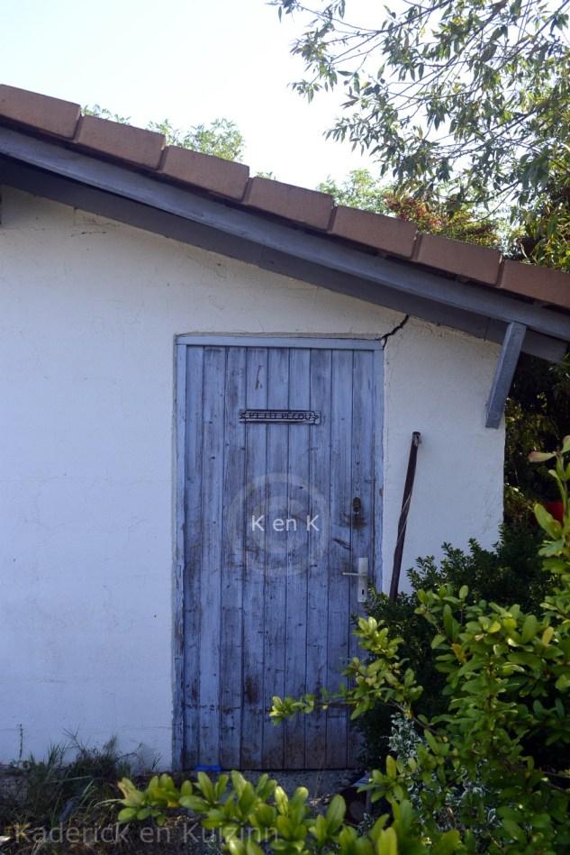 maison-cabanne-provence-bleu