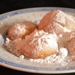 Recette petit prix - Assiette de sablés aux amandes et sucre glace dans une assiette chinoise
