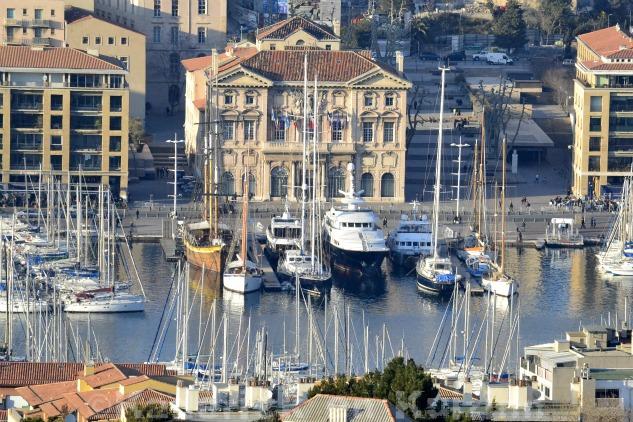 Photo de la mairie sur le vieux port de Marseille pour le thème lumière du projet 52 de vivre la photo