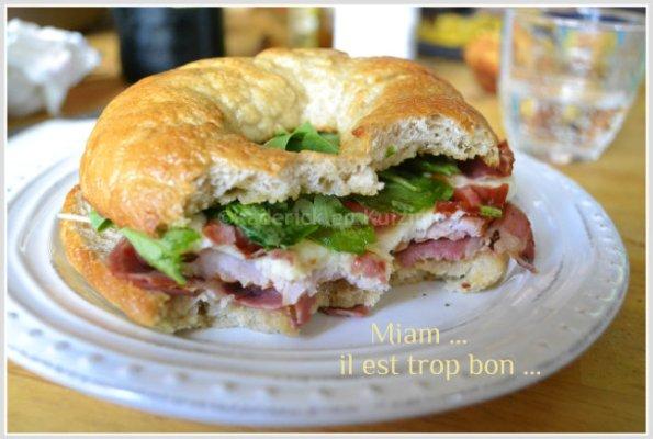 recette bagels à l'italienne pour snacker un soir avec du bon pain à bagels maison, du jambon, pancetta, mozzarella et roquette