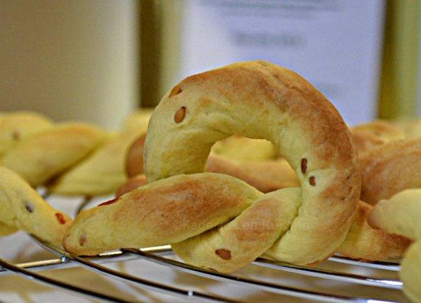 Recette gateaux à l'huile d'olive orange bio & sésame en forme de tourbillon ou de noeud façon bretzel