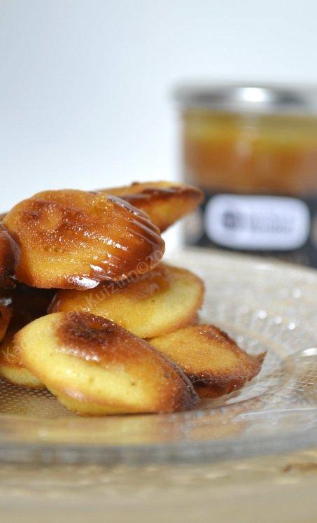 Dégustation madeleine coeur caramel au beurre salé ~ Biscuiterie des Vénètes un dessert préparé avec la pâte à tartiner au caramel de mon partenaire