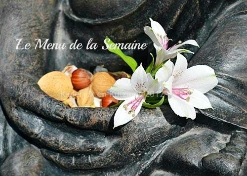 Logo du menu de la semaine avec une Offrande de fleurs à Bouddha avec des amandes, noix et noisettes
