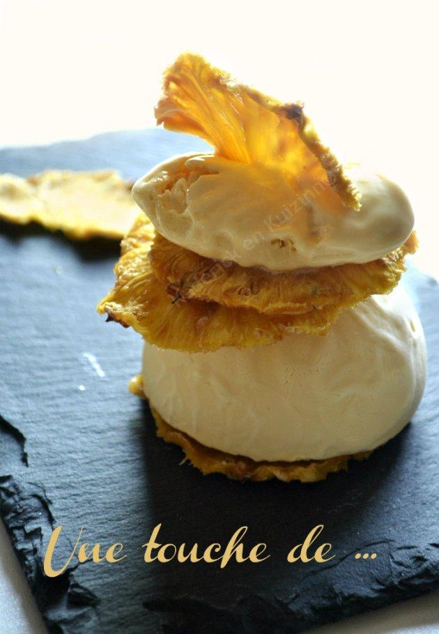Présentation mille-feuille de chips d'ananas bio et glace rhum coco un dessert des éditions solar sur Kaderick en Kuizinn©