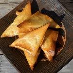 Samoussas jambon, chorizo et tomates confites pour un menu de cuisine orientale