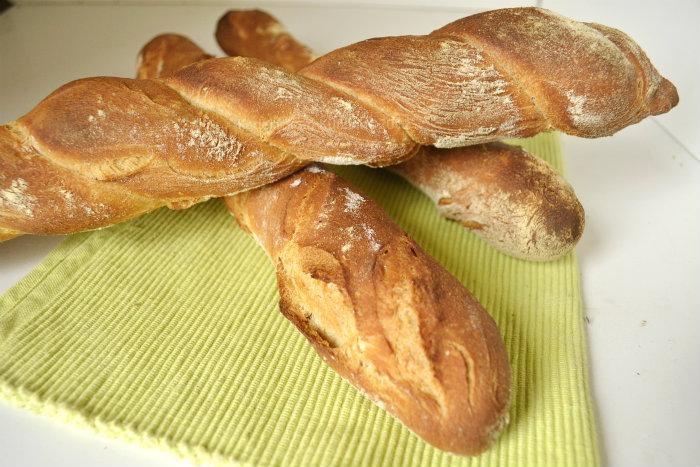 Recette des baguettes tordues à la farine d'épeautre bio - Kaderick en Kuizinn©