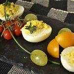Recette oeufs mimosa de mon enfance aux raisins blancs et tomates cerises en branches bio - Kaderick en Kuizinn©