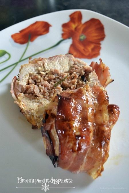 Recette du rôti de dinde farci à la saucisse catalane et gelée de piment d'Espelette enroulé dans de la poitrine fumée et des branches de romarin - Kaderick en Kuizinn©